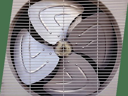 Photographie d'un ventilateur sous une grille. ATCE Énergie, spécialisée dans les installations de chauffage, ventilation, climatisation et plomberie, à Aix en Provence.